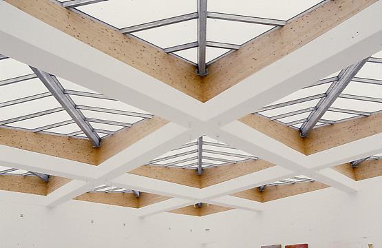 Hallenkonstruktion mit Konstruktionsvollholz (KVH) | HolzLand Stoellger in Langenhagen
