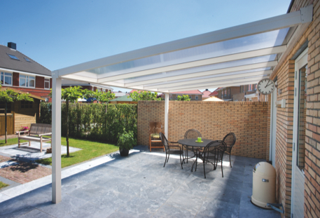 Terrassenüberdachung mit weißem Alu-Gestell | HolzLand Stoellger in Langenhagen