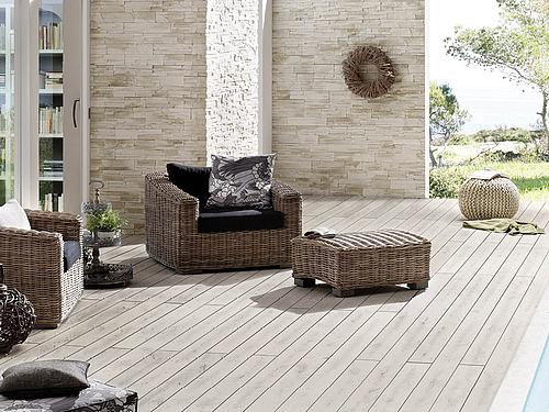 Wartungsarme Terrasse aus WPC mit Gartenmöbeln | HolzLand Stoellger in Langenhagen
