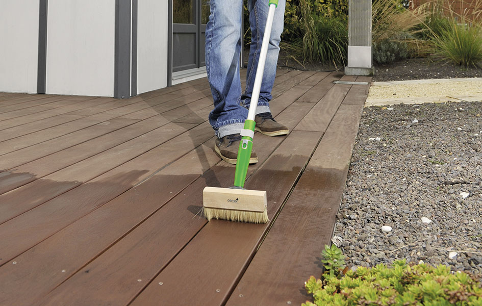 HolzLand Stoellger | Terrassendielen Reinigung